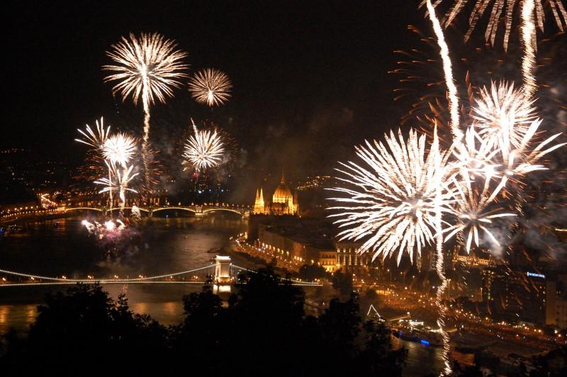 budimpesta-docek-nove-godine-euforija-travel
